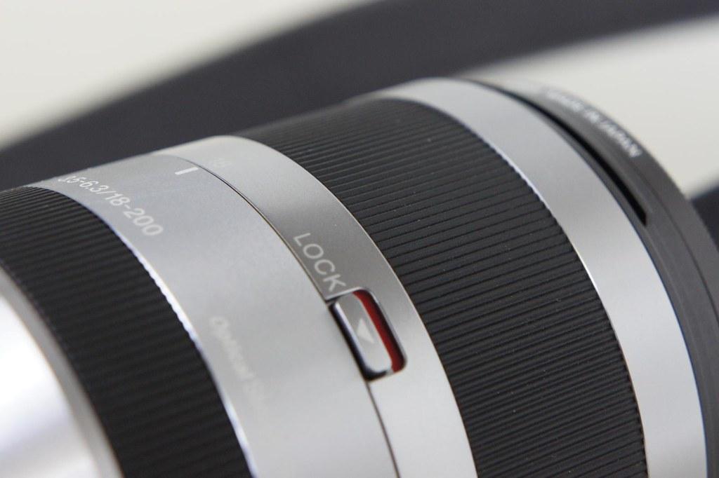 Sony SEL18200