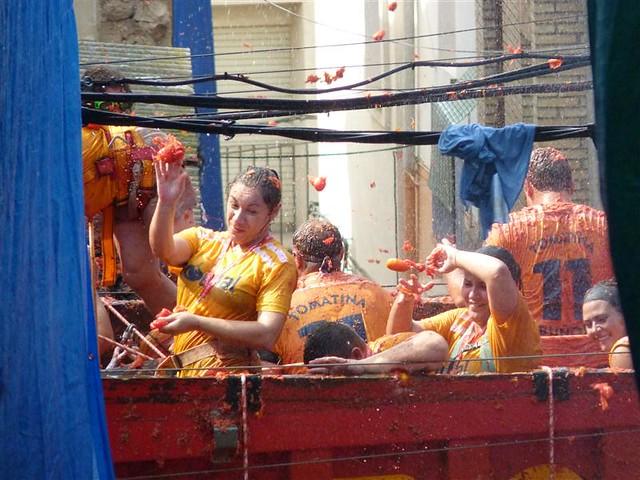 人気オプショナルツアー:トマト祭り トマティーナ〜バルセロナ発着