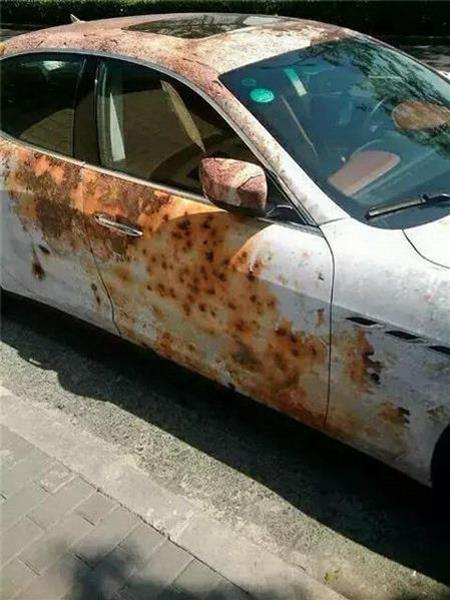 百萬瑪莎拉蒂竟生鏽到小偷看都不看,坐進了車廂才發現被外表騙了