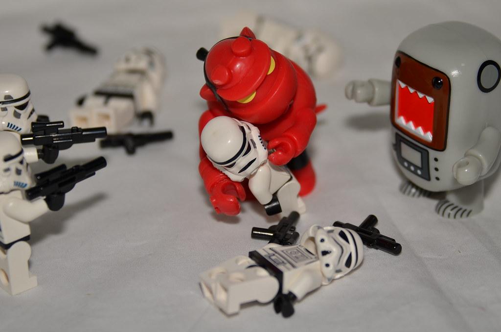ผลการค้นหารูปภาพสำหรับ Qee vs lego