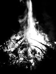 195/365 - Fire (Martin Schmidt (www.schmaidt.de)) Tags: white black project easter fire und year days tage 365 ostern jahr schwarz projekt iphone weis