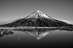 Tarn Reflection stars B&W, Mt Taranaki/Egmont, Egmont National Park, NZ - 16/5/2014 6:14am. (Grumpy Eye) Tags: reflection stars nikon mt 14 24mm nikkor tarn taranaki egmont d7000 nikond7000