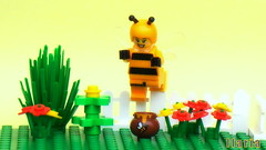 lego bee (peter-ray) Tags: flower lego lawn mini bee figure ape fiore prato miele