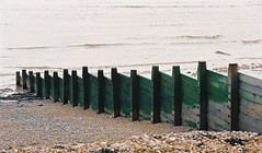 Groyne - Kingsdown, Kent (jcbkk1956) Tags: breakwater groyne beach sea waves kingsdown kent olympusom20 zuiko manualfocus analog film 35mm 75150mmf4