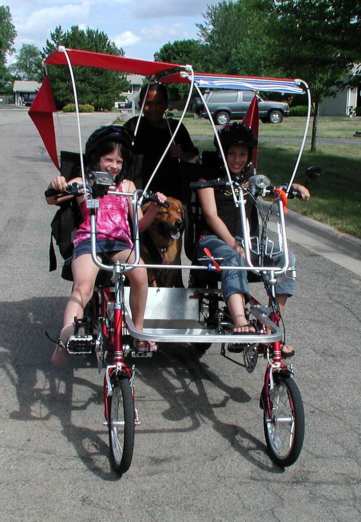 Kids biking with dog on Quadribent