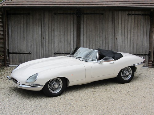 Jaguar E-Type 4.2 Series 1 OTS (1966).