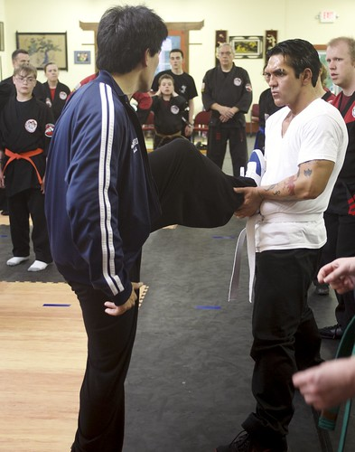 "sifu-technique-leg • <a style=""font-size:0.8em;"" href=""http://www.flickr.com/photos/125344595@N05/14399784951/"" target=""_blank"">View on Flickr</a>"