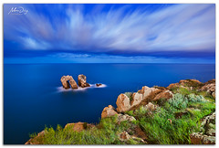 Tentaclouds (268 sec) (alonsodr) Tags: longexposure nightphotography seascape night marina noche nocturnal sony torch nocturna alpha alonso cantabria carlzeiss linterna largaexposicin liencres a900 alonsodr fotografanocturna alonsodaz alpha900 losurros cz1635mm mygearandme