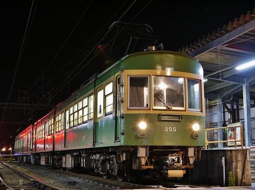 江ノ電305F+2001F稲村ヶ崎行き最終電車@長谷