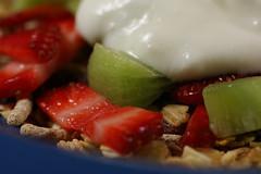Low Glycemic Index (judith511) Tags: strawberries yoghurt kiwifruit muesli glycemicindex lowgi ourdailychallenge