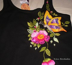 P2280008 (Kika Bordados by Angelica Krauss) Tags: flowers brazil flores butterfly handmade embroidery craft tshirt artes emboidery artesanatos bordados manualidades lantejoulas brilhos pedraria feitoámão camisetabordadaàmão bordadosfeitoàmão kikabordados kikakrauss