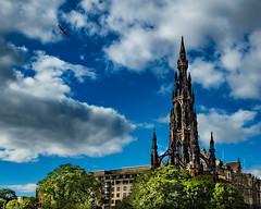 Scott monument (FraVal Imaging) Tags: scotland scottmonument sirwalterscott vogel bird edinburgh fauna wolken uk clouds