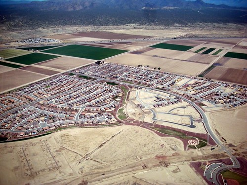 sprawl near Tucson (by: Daniel Lobo, creative commons license)