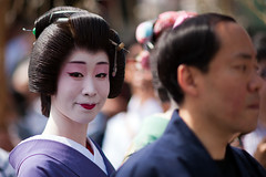 Asakusa (AdrienG.) Tags: japan tokyo dc nikon maiko geisha   f2 135 nikkor japon     afd sensji   d700