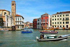 Venice : Venetian traffic (Pantchoa) Tags: venice venezia venecia venise italia italy veneto grandcanal canalezo sangeremiachurch palazzolabiasalonedeltiepolo fondamentarivadibiasio ponteguglie canalecannaregio nikon nikkor1685f3556gedvr d7100 water pantchoa pantxoa