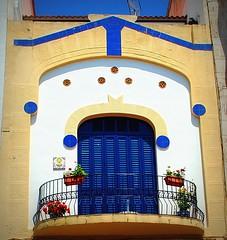 Balcon de Sant pol de Mar (tetegil) Tags: barcelona puerta persiana catalunya balcon arco azulejos barandilla baldosas  santpoldemar nikond60 hierroforjado maresma  fototetegil