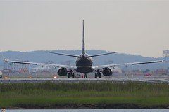 Staring down runway 22R (Tomlin's Images) Tags: travel black boston airport loganairport boeing bos runway 737 alaskaairlines n548as