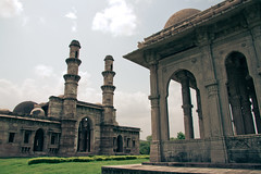 Mosques (Paki Nuttah) Tags: park india history architecture buildings asia day cloudy muslim islam religion mosque archaeological masjid mosques minarets islamic gujarat pavagadh champaner istorical champanerpavagadh flickrtravelaward
