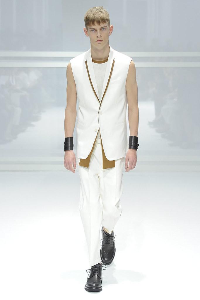 SS12 Paris Dior Homme017_Dan Kling(VOGUEcom)