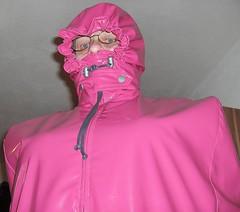 Pink Cape front hood (lacki310510) Tags: rubber latex lack raincape regencape kleppercape latexcape rubbercape latexlack vinylcape lackcape shinyvinylcapepinkcape longraincape rubberizedraincape