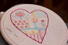 Aprendendo alguns pontos (ana-o.~) Tags: embroidery corao bordado