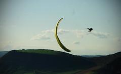 Para (Sarah Thuault-Ney) Tags: jaune canon fly para depart 12 soir mont bastien millau parapente aveyron jeux envol accro pouncho canon7d dagast