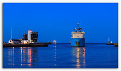 Blue hour @ Aberdeen Harbour-2.jpg (___INFINITY___) Tags: 6d aberdeen boat harbour marineoperationscentre blue bluehour canon darrenwright dazza1040 eos infinity scotland seascape ship tower