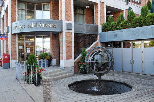 Entrada del Hotel Auberge Saint Antoine
