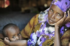 Galkayo:  Vulnerable in a volatile land (UNHCR) Tags: africa family portrait woman children women war child mother hijab help aid violence shelter protection assistance photoset unhcr somalia settlement insecurity hornofafrica displacement idps idp puntland displacedpeople galkayo unrefugeeagency eastandhornofafrica internalviolence forciblydisplacedpersons familymogadishu