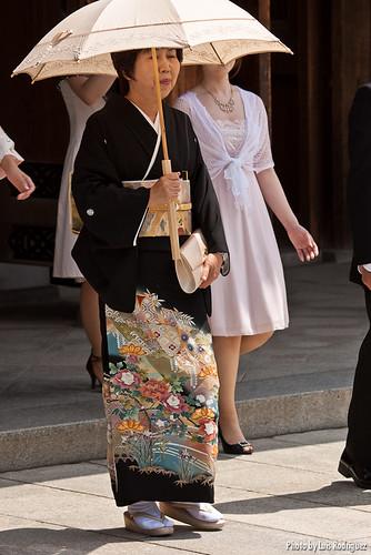 Vistiendo kurotomesode en un boda japonesa