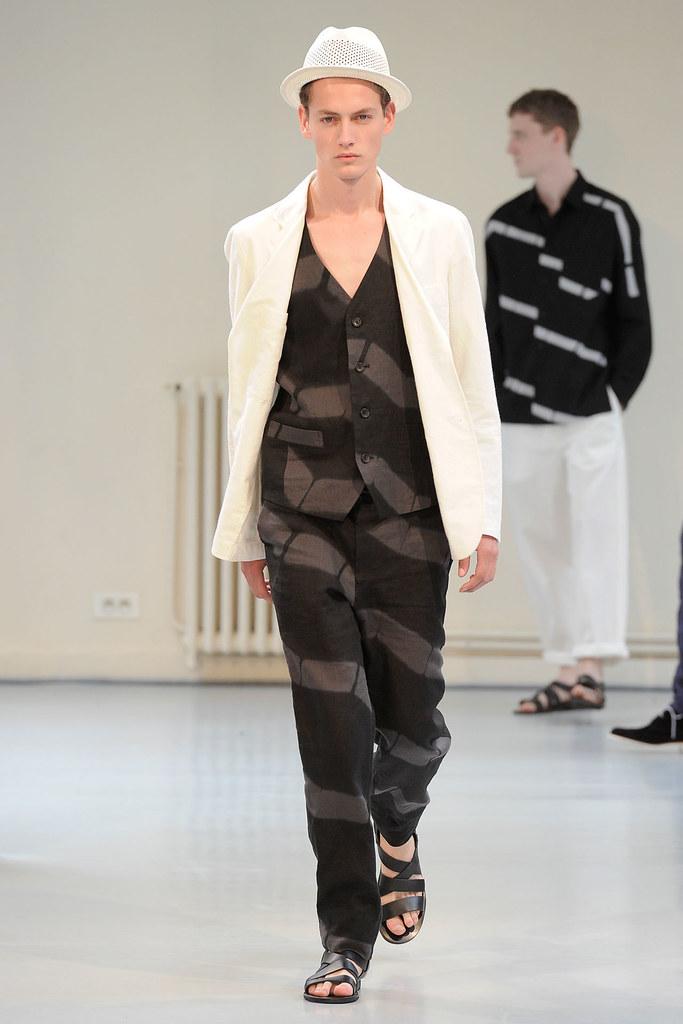 Jakob Hybholt3887_SS12 Paris Issey Miyake (Homme Model)