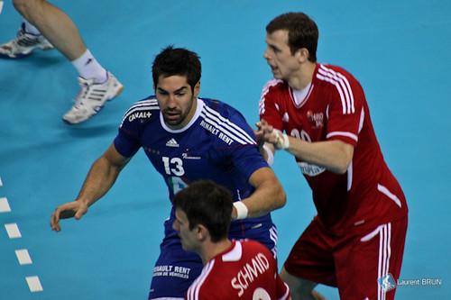 Nikola Karabatic défend