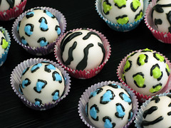 "Animal Print Cake Balls • <a style=""font-size:0.8em;"" href=""http://www.flickr.com/photos/64714706@N05/7058076417/"" target=""_blank"">View on Flickr</a>"