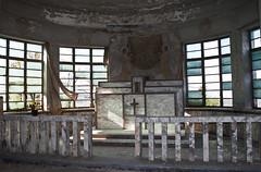 (Fra_zz) Tags: hospital chiesa finestra scala sedia invasion rotto emiliaromagna ascensore vetro imola ospedale abbandoned frazz corridoio abbandonato explored lastre montecatone