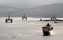 """Queen Mary 2"" in Cromarty Firth (goremirebob) Tags: cruise scotland cruising qm2 queenmary2 cunard cruiseships invergordon cromartyfirth oilrigs firthofcromarty"