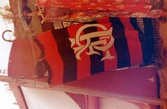 Flamengo Eternal (analoguecolors) Tags: ocean friends sea amigos film praia beach boats fishing analógica sand barcos areia havaianas flipflops overexposed analogue filme prainha flamengo helios44m pescadores arraialdocabo zenit122 superexposto redscale rolleiredbird400 escalavermelha