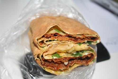 2010-11-21 - Shanghai - Street Vendor - 01 - Pancake sandwich