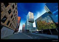 Rotterdam Meetup (III): Cité (B'Rob) Tags: city travel blue light orange cloud streetart holland color building art tourism netherlands dutch true azul architecture photography lights photo arquitectura rotterdam nikon symbol edificio picture nederland thenetherlands sigma ciudad tourist colores oxido best explore most cielo holanda mejor zuidholland brob explored 816mm brobphoto