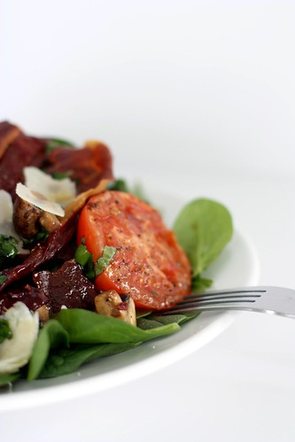 Baby spinach, crispy prosciutto and chessnut mushrooms
