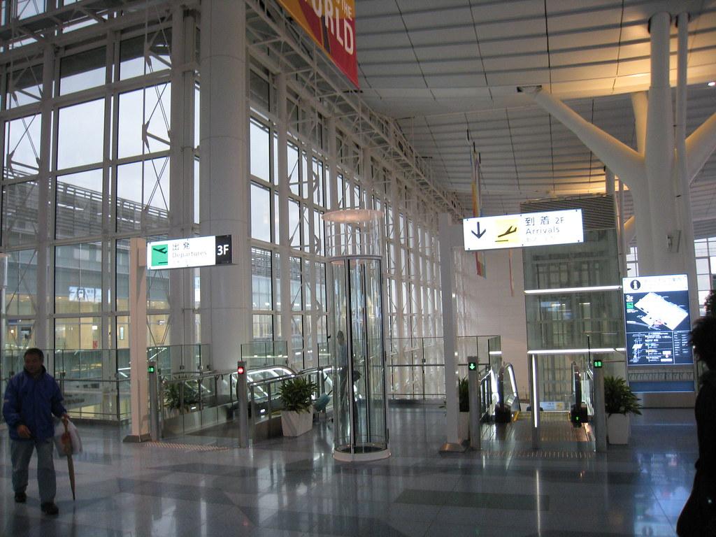 Escalator to arrival lobby at Haneda (HND) international terminal