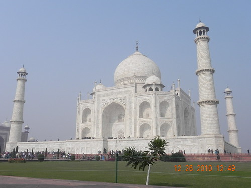 Spectacular White Beauty: Taj Mahal