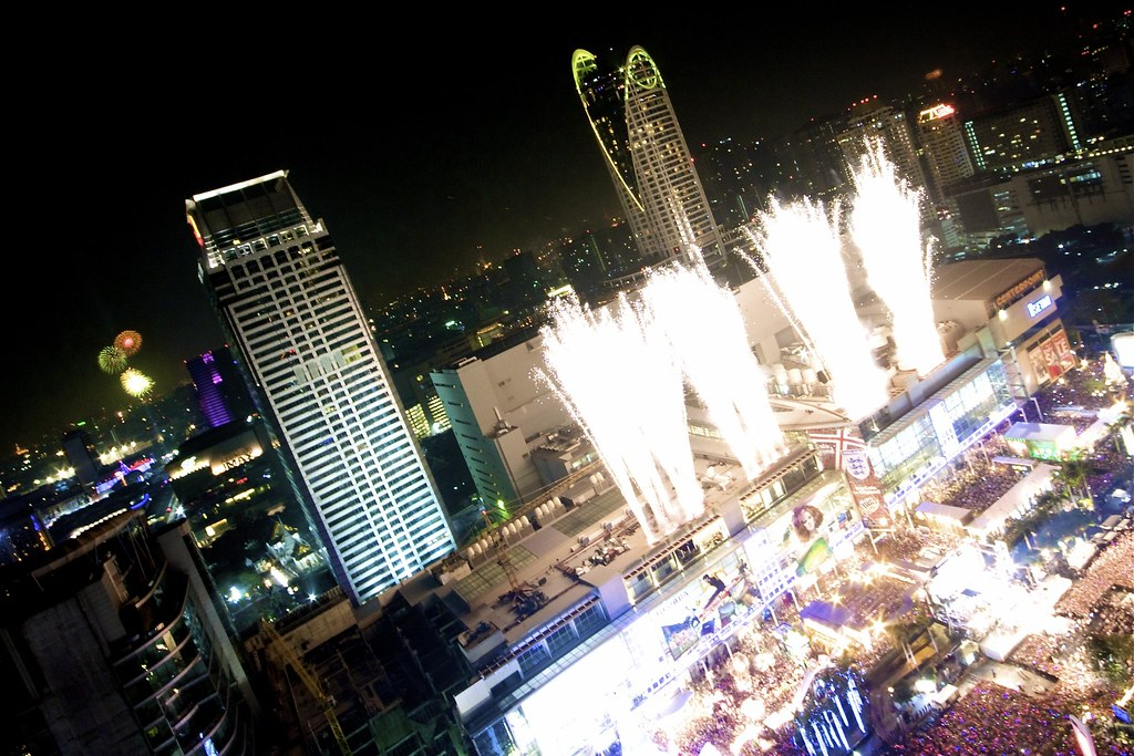 IMG_6879 Dec 31, 10: Countdown to 2011 in Bangkok - Firework - CentralWorld - Ratchaprasong
