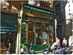 Barcelona (embolic) Tags: barcelona botigues aparadors comeros