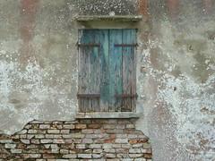 P1000159 (gzammarchi) Tags: italia natura finestra campagna pietra paesaggio camminata deltadelpo itinerario portotollero cavernier
