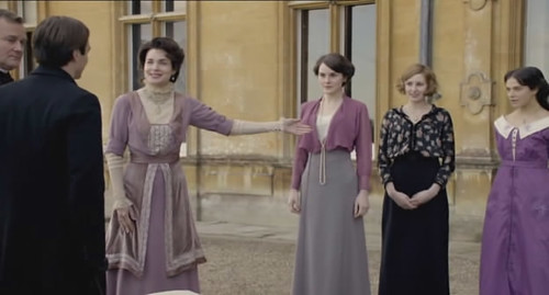 Lady Grantham introduces her daughters