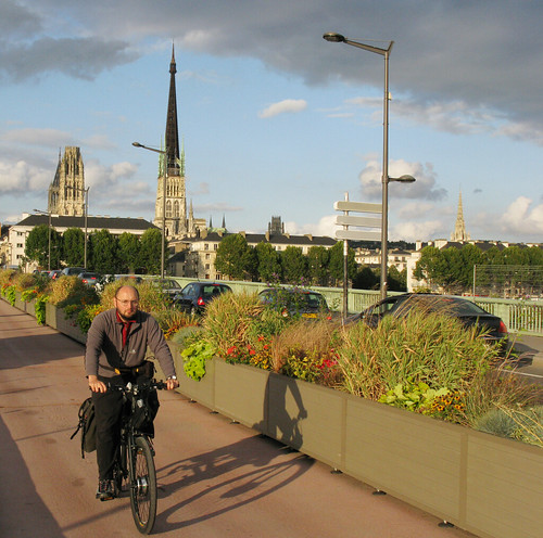 Hub motor bikes are good for stop-start town riding. This one is pictured in Rouen. Photo: Richard Peace/Electric Bicycle