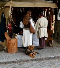 Waiting for... (crazylady81) Tags: dog berlin dogs paar olympus menschen relationship hund human streetphoto niedlich zitadelle beziehung mittelaltermarkt spectaculum brav parship middleagemarkets