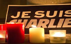 L'Italia contro Charlie Hebdo, a meno di un anno dall'attentato alla sede. (SatiraItalia) Tags: je suis charlie satira terremoto