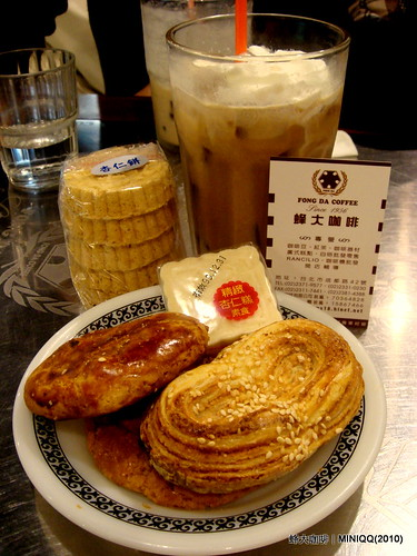 鮑魚酥與雞仔餅@西門町蜂大咖啡-2010