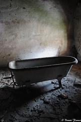Reportage sull'iniquit - Abbandoni (Franco Bonato) Tags: vecchio vasca abbandonato degrado dimenticato